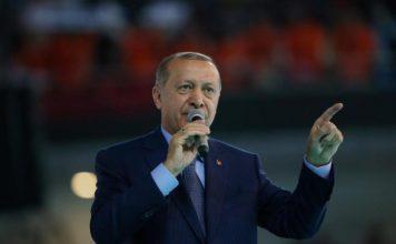 Guardian: «Η Τουρκία παραπαίει στην άβυσσο του υπερόπτη Ερντογάν»